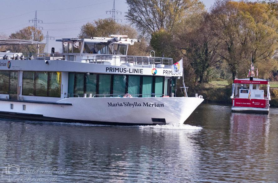 Ausflugsschiff der Primus-Linie