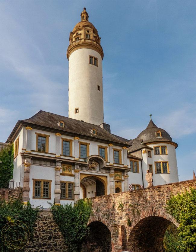 Altes Höchster Schloss mit Bergfried